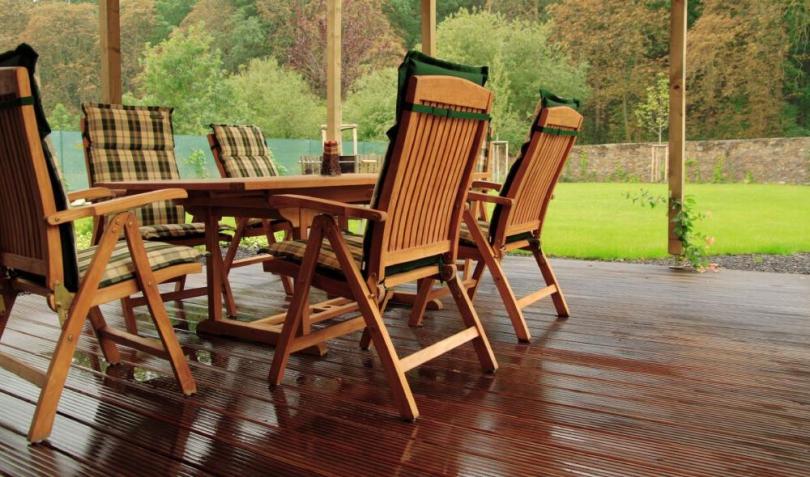 чим захистити садові меблі