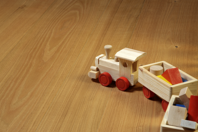лакування деревяних іграшок